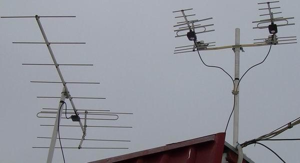 Справа ДМВ антенны установлены
